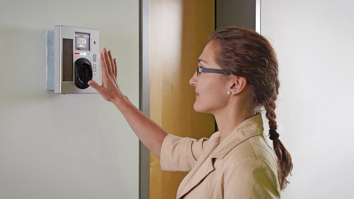 Biometrische Verfahren und Smart-Living-Technologien sind mittlerweile oft im Alltag zu finden.