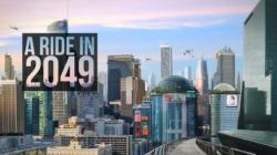 Eine futuristische Großstadt mit Hochhäusern im Hintergrund und davor die Worte A Ride in 2049.