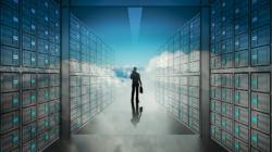 Das Themenbild Cloud Servies zeigt einen stilisierten Serverraum mit Wolken-Overlay.