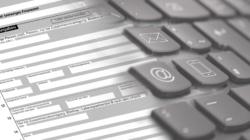 Das Themenbild E-Government zeigt ein Formular, welches mit einer Tastatur verschmiltzt.