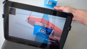 Das Tablet wird zum Experimentierkasten. QR-Codes und Materialien, die jeder zur Hand hat, ermöglichen Experimente mit nachhaltigem Lerneffekt.
