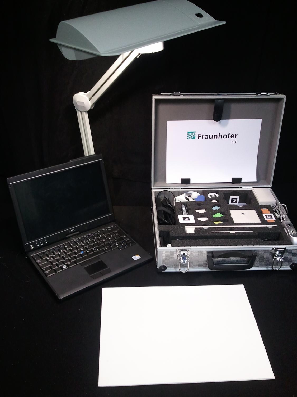 """Mit dem Experimentier-Koffer """"Science Center To Go"""" lassen sich wichtige Experimente durchzuführen und die dabei ablaufenden naturwissenschaftlichen Prozesse mithilfe von Augmented Reality sichtbar machen."""