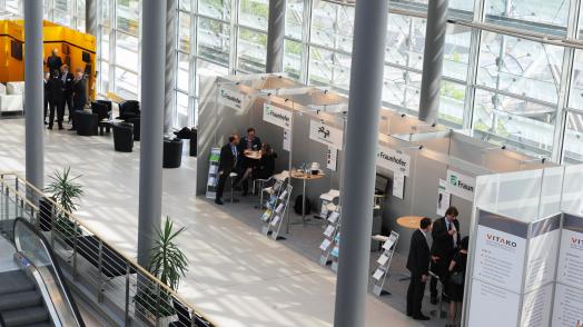 Auf dem 12. Kongress neueVerwaltung stellte das E-Government Zentrum des Fraunhofer-IuK-Verbunds seine gebündelten Kompetenzen vor und gewährte Einblicke in den Stand des Prozessdatenbeschleuniger-Projekts (P23R).