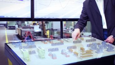 Der Multitouch-Tisch ist die zentrale Planungs- und Steuerungsumgebung. Auf ihm ermöglicht Plant@Hand3D einen intuitiven und interaktiven Zugang zu den Daten.